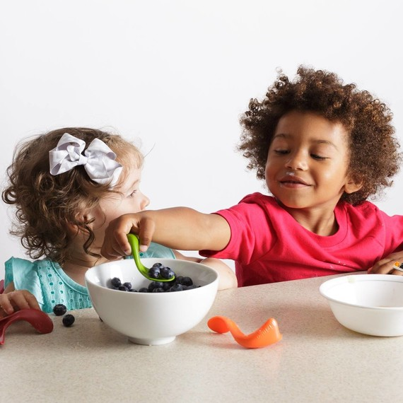 children using kizingo kids spoon