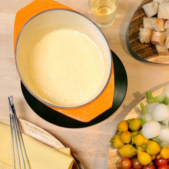 1095_recipe_cheesefondue.jpg