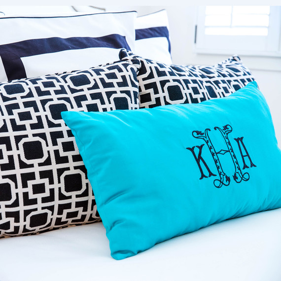 black-white-pillows-1016.jpg (skyword:354729)