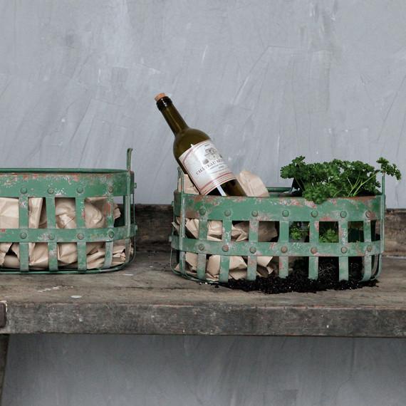 green-decor-baskets-0815.jpg (skyword:179600)