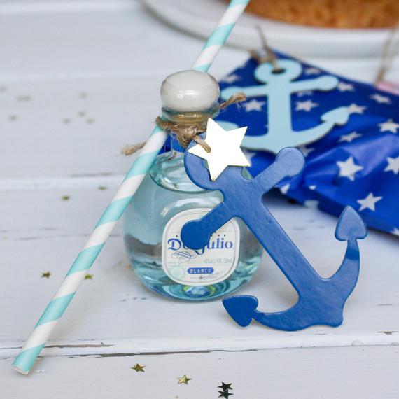 americana_hosting_tequila_0616.jpg (skyword:293689)