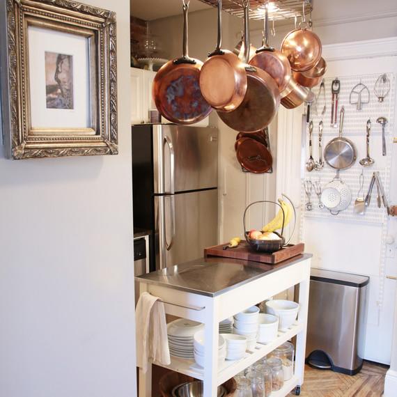 kitchen-hanging-pots-0215.jpg