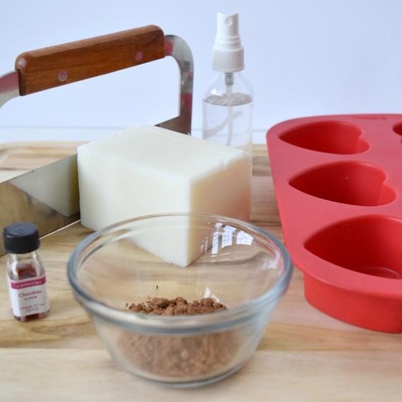 milk-chocolate-soap1-0117.jpg (skyword:389132)