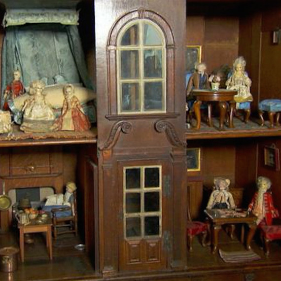 Find Out Why This Antique Dollhouse Is Worth 197 000