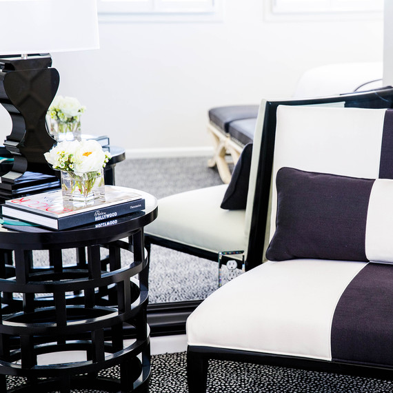 black-white-furniture-1016.jpg (skyword:354804)