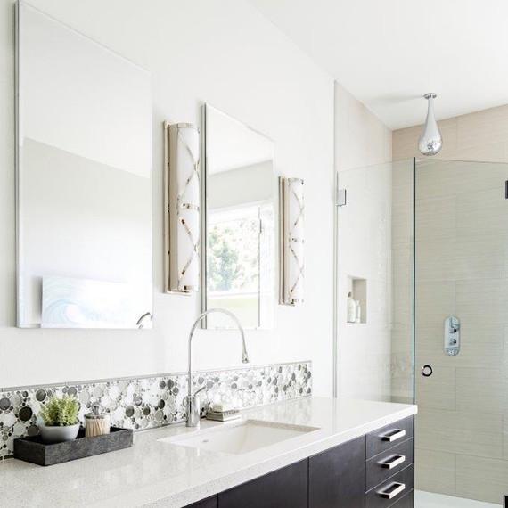 clean-modern-bathroom-1016.jpg (skyword:356928)