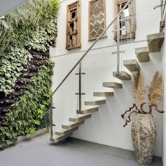green-decor-plantwall-0815.jpg (skyword:179601)