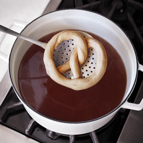 pretzel-how-to-143-d112616.jpg
