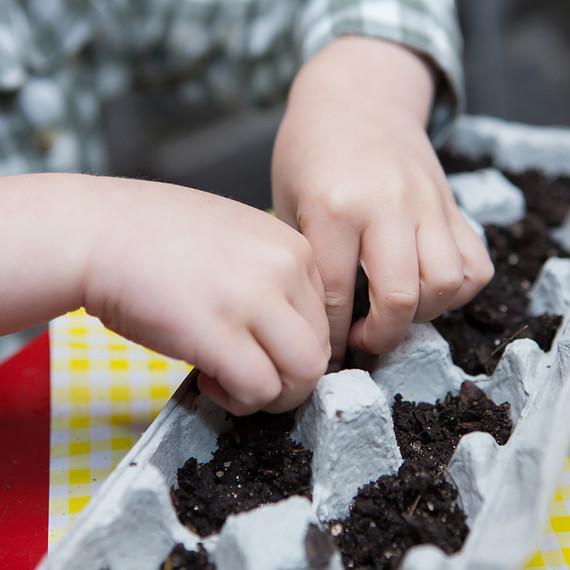kids-gardening-project-0316.jpg (skyword:243061)