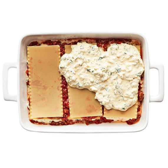 lasagna layers with cheese mixture