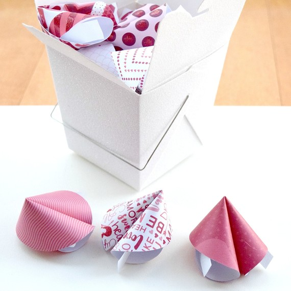 paper-fortune-cookies8-0116.jpg (skyword:223531)