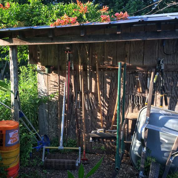tools ten mothers farm