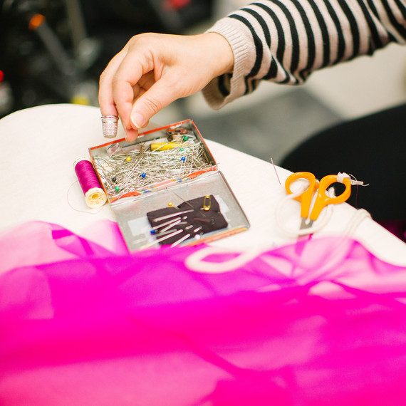 woman-sewing-materials-0416.jpg (skyword:251217)
