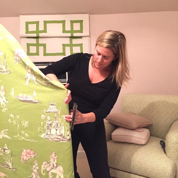 Lorri-Dyner-pull-fabric-taut.JPG (skyword:220487)