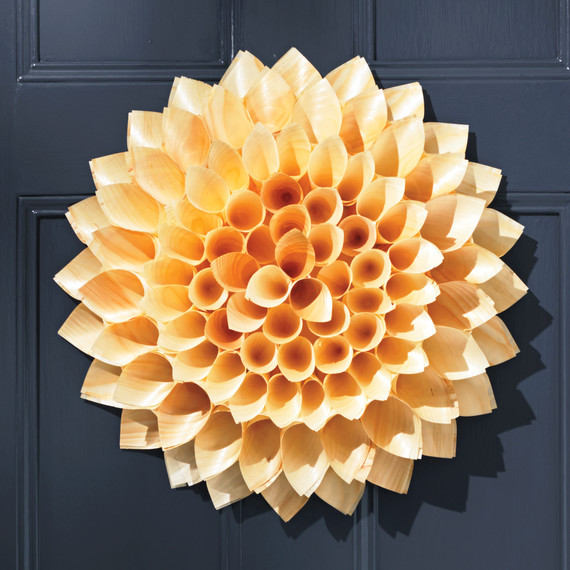 cone-door-wreath-052-d111372.jpg