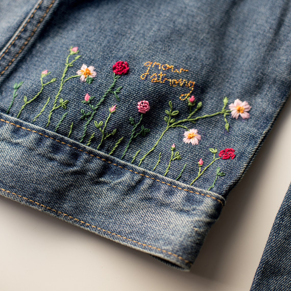 Hand-embroidered Daisy Denim // Handmade Jean Button up // Floral Embroidery HJcMBwvYJ