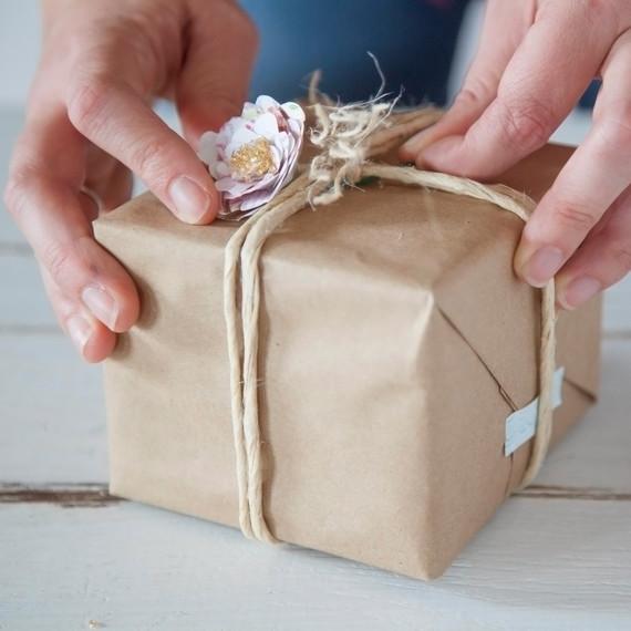 handinhand-diy-giftwrap-1214.jpg