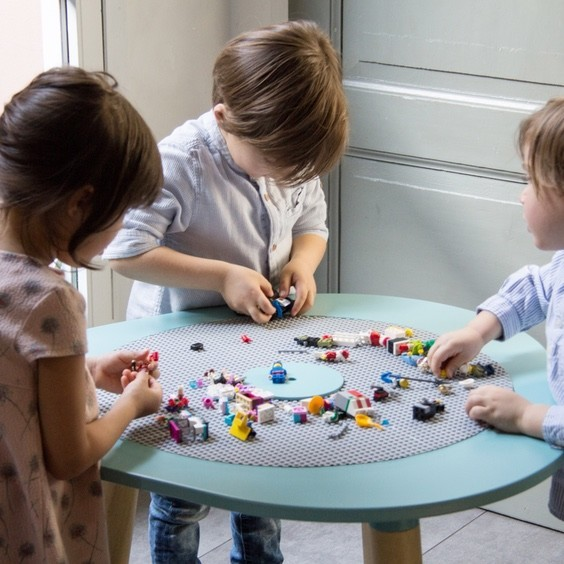 children playing with mutable kids play table