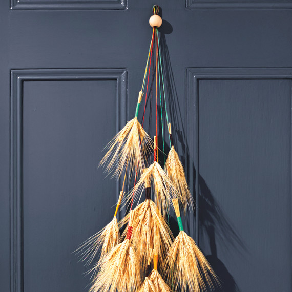 wheat-door-decor-037-d111372.jpg