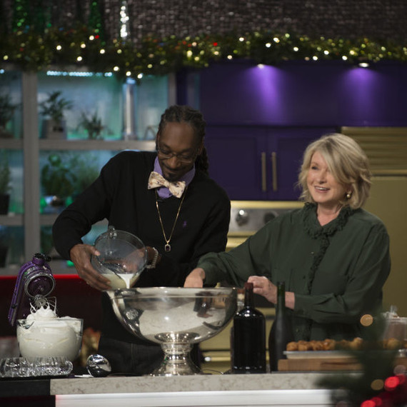 Martha and Snoop making eggnog on the Christmas episode of their show