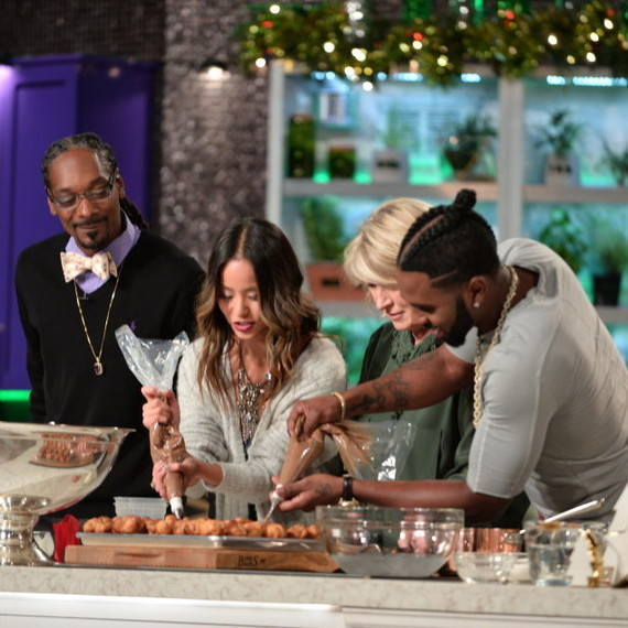 Martha shows Jamie Chung and Jason Derulo how to fill cream puffs