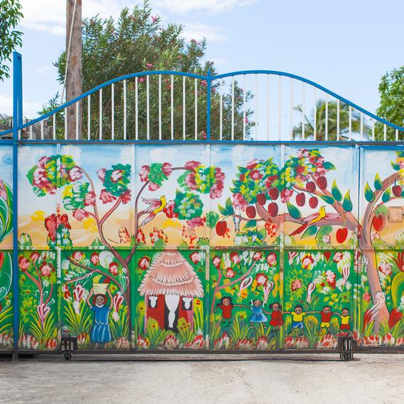 handinhand-newlife-mural-1114.jpg