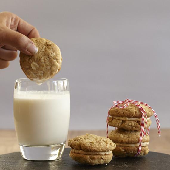 oatmeal-sandwich-cookies-0915.jpg (skyword:188699)