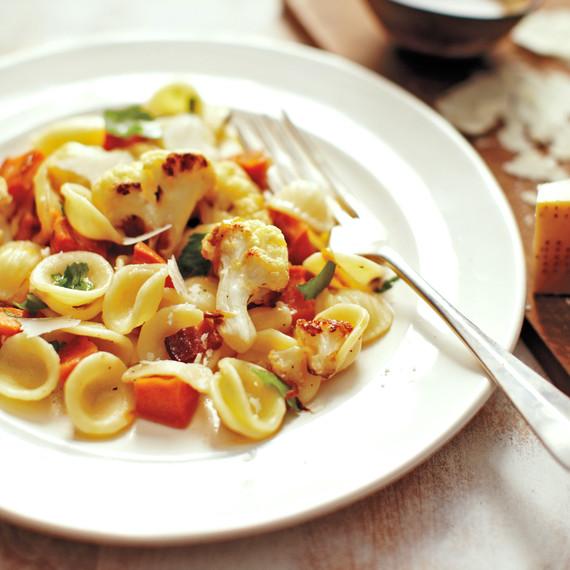 Pasta bacon veggie dish