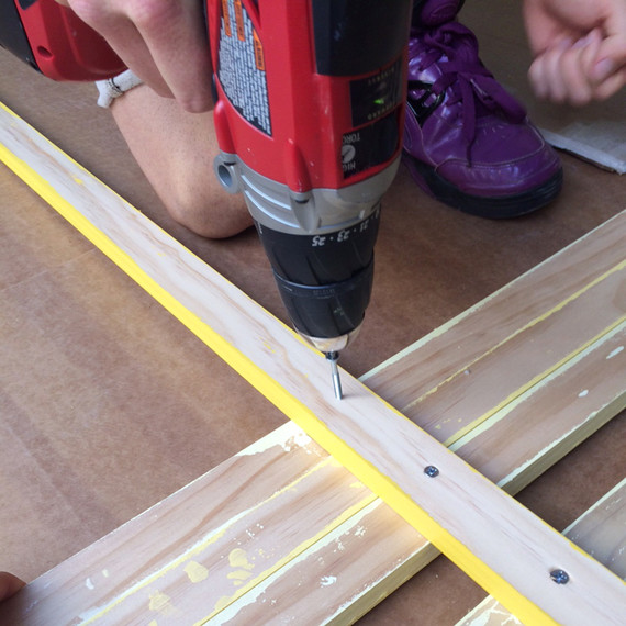 yellow-ombre-headboard-3-0915.jpg (skyword:189499)