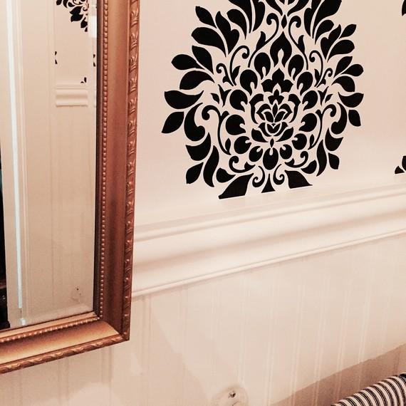 close-up-of-mirror-powder-room.jpg (skyword:197327)