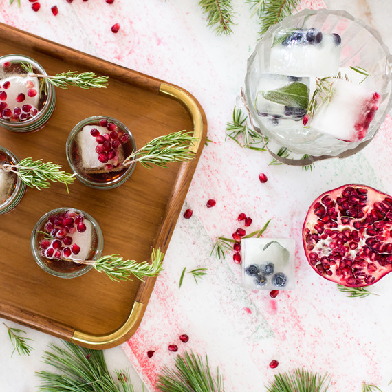 cocktail_pomegranite_christmas_1216.jpg (skyword:213243)