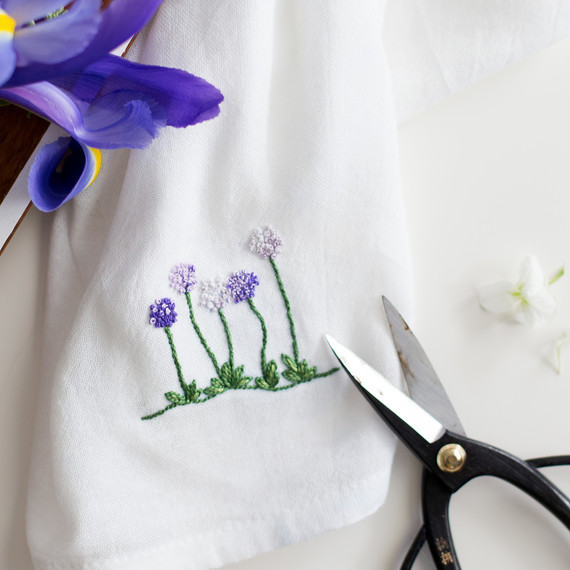floral-embroidery-pattern-6_27_16-6810.jpg (skyword:295596)