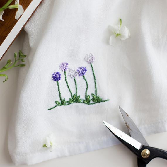 floral-embroidery-pattern-6_27_16-6820.jpg (skyword:295574)