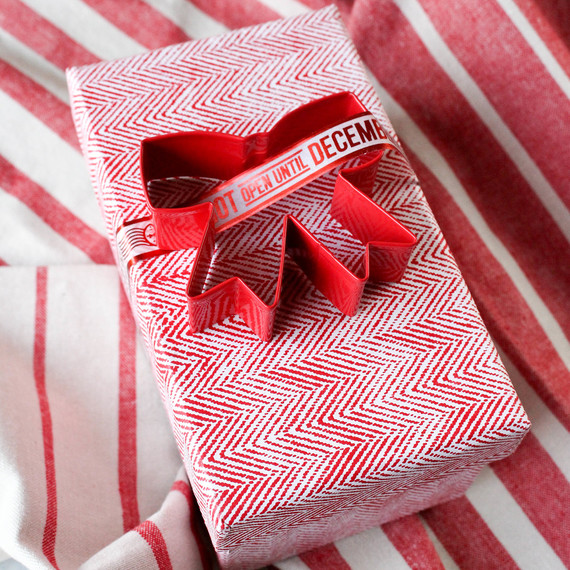giftwrapping-cookiecutter-1216.jpg (skyword:364500)