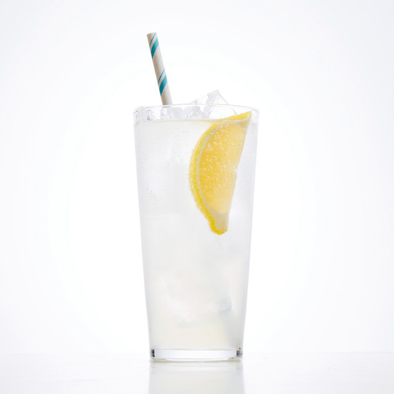 tom-collins-cocktail-102882438.jpg