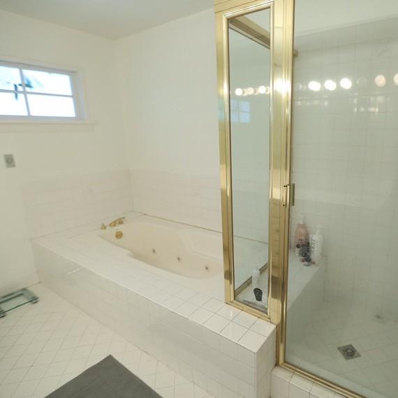 Bathroom Design: A Very \'80s WC Gets a Major Modern Makeover ...