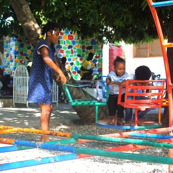 handinhand-haiti-playground-1114.jpg