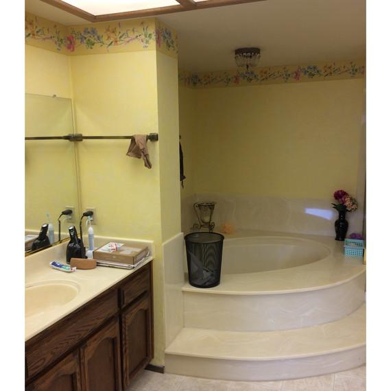 bathtub makeover before tub