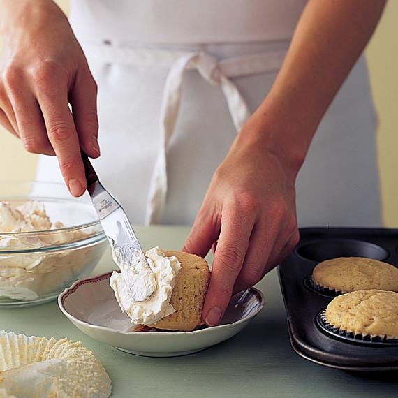 chick-cupcakes-mla101199chickht01.jpg