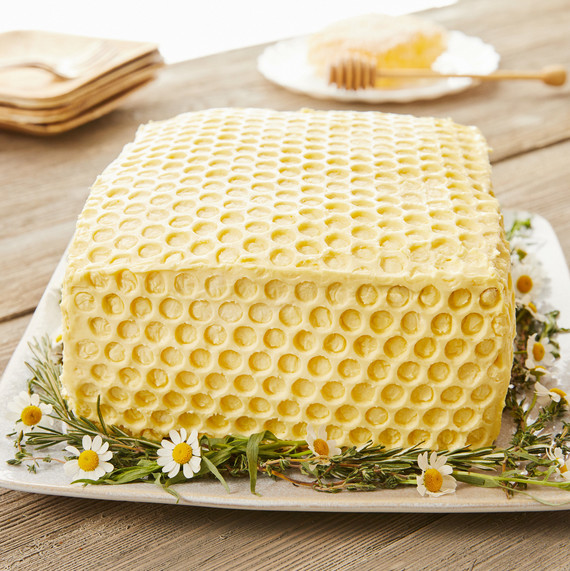 Try This Easy Decorating Technique for a Truly Buzzworthy Cake