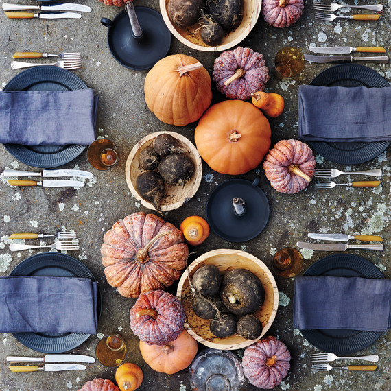 table-setting-pumpkins-d111767036.jpg