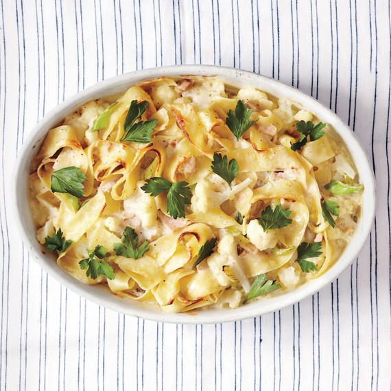 tuna-noodle-casserole-024-d111386.jpg