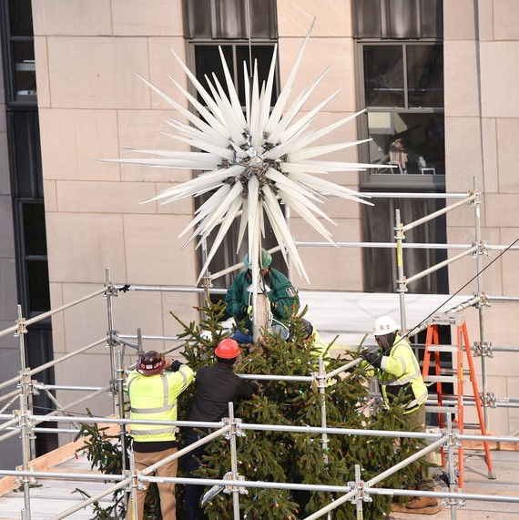 rockefeller-star-on-tree-2018-1118