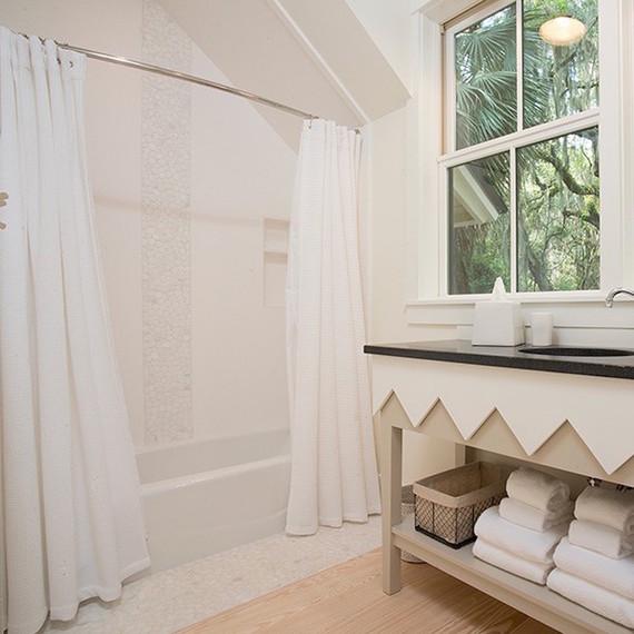 shower-curtain-white-bathroom-1016.jpg (skyword:356950)