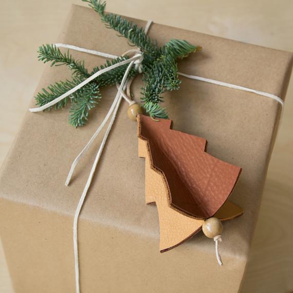 david_stark_design_leather_ornament_3.jpg (skyword:372613)