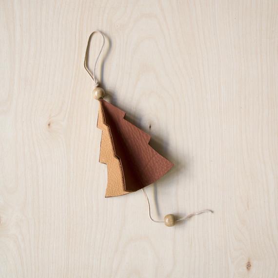 david_stark_design_leather_ornament_bead.jpg (skyword:372621)