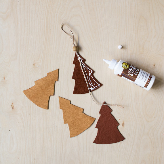 david_stark_design_leather_ornament_glue.jpg (skyword:372620)