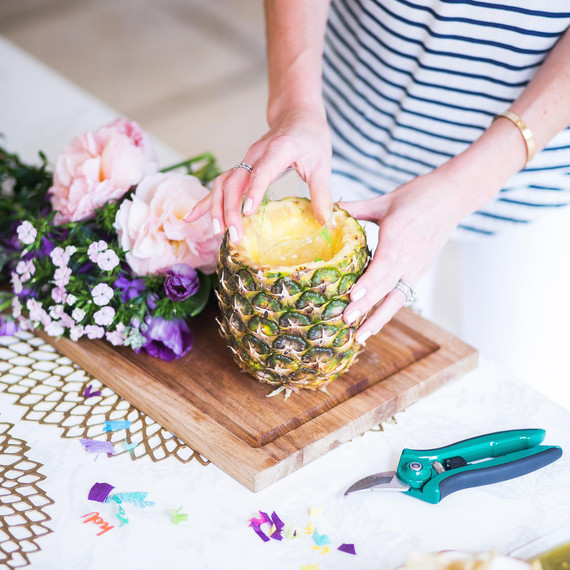 How to make a pineapple centerpiece in easy steps