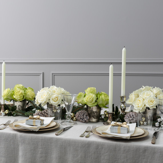 bloomsybox table of holiday roses