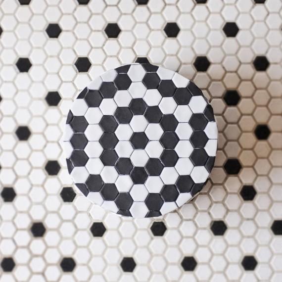 cake-black-white-tiles-food-art